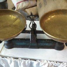Antigüedades: BALANZA / BASCULA 20 KG DOS PLATOS. Lote 143737882