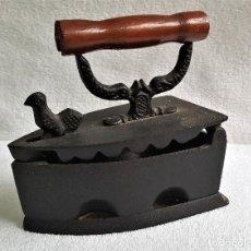 Antigüedades: BONITA PLANCHA CARBON HIERRO - 18.CM LARGO X 18.CM ALTO APROX. Lote 143756622
