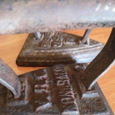 Antigüedades: 3 PLANCHAS 2 DE HIERRO FUNDIDO MUY ANTIGUA. Lote 143835022