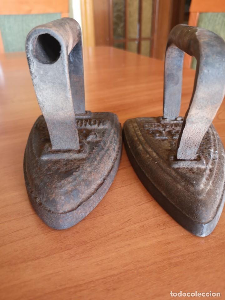 Antigüedades: 3 planchas 2 de hierro fundido muy antigua - Foto 8 - 143835022