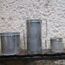 Antigüedades: LOTE DE 4 MEDIDAS EN CHAPA ESTAÑADA DE HOJALATERO DE LOS 50 SIN USO PREVIO, 2 1L + INFO 1S. Lote 143847602