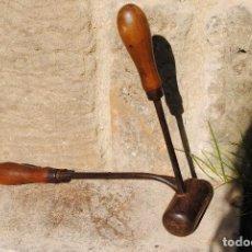 Antigüedades: PLANCHA DE FORJA Y MADERA PARA PLANCHAR CAMISAS . Lote 143866866