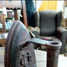Antigüedades: ANTIGUA PLANCHA DE HIERRO UC Nº5. Lote 143875394