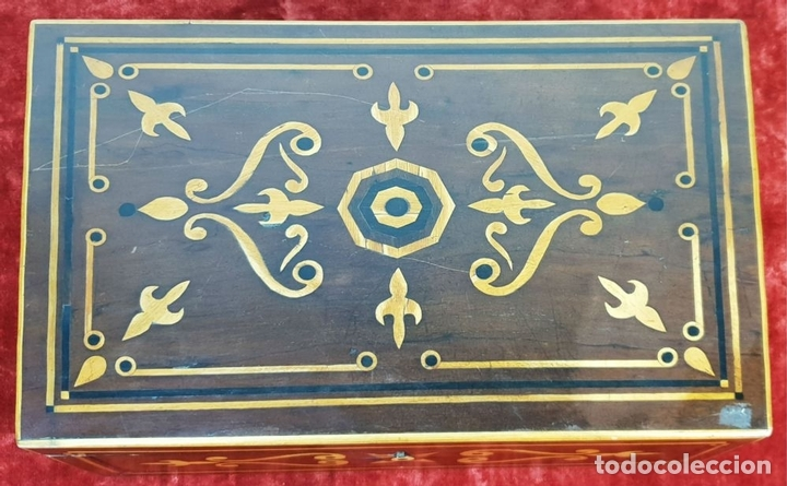 Antigüedades: ESCRIBANÍA DE CAMAROTE. MADERA DE NOGAL CON MARQUETERÍA. ITALIA. SIGLO XVIII-XIX. - Foto 2 - 143971434