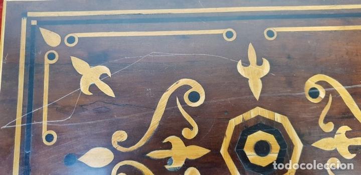 Antigüedades: ESCRIBANÍA DE CAMAROTE. MADERA DE NOGAL CON MARQUETERÍA. ITALIA. SIGLO XVIII-XIX. - Foto 4 - 143971434