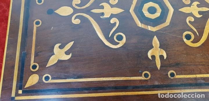 Antigüedades: ESCRIBANÍA DE CAMAROTE. MADERA DE NOGAL CON MARQUETERÍA. ITALIA. SIGLO XVIII-XIX. - Foto 8 - 143971434