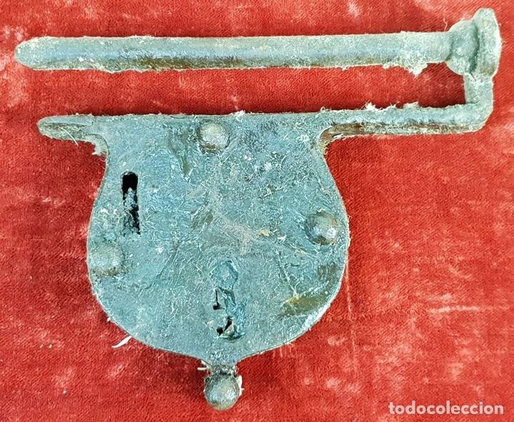 Antigüedades: COLECCIÓN DE CERRADURAS, TIRADORES DE PUERTA Y ACCESORIOS. METAL. SIGLO XIX-XX. - Foto 8 - 143990346