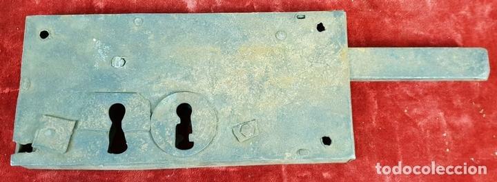 Antigüedades: COLECCIÓN DE CERRADURAS, TIRADORES DE PUERTA Y ACCESORIOS. METAL. SIGLO XIX-XX. - Foto 12 - 143990346