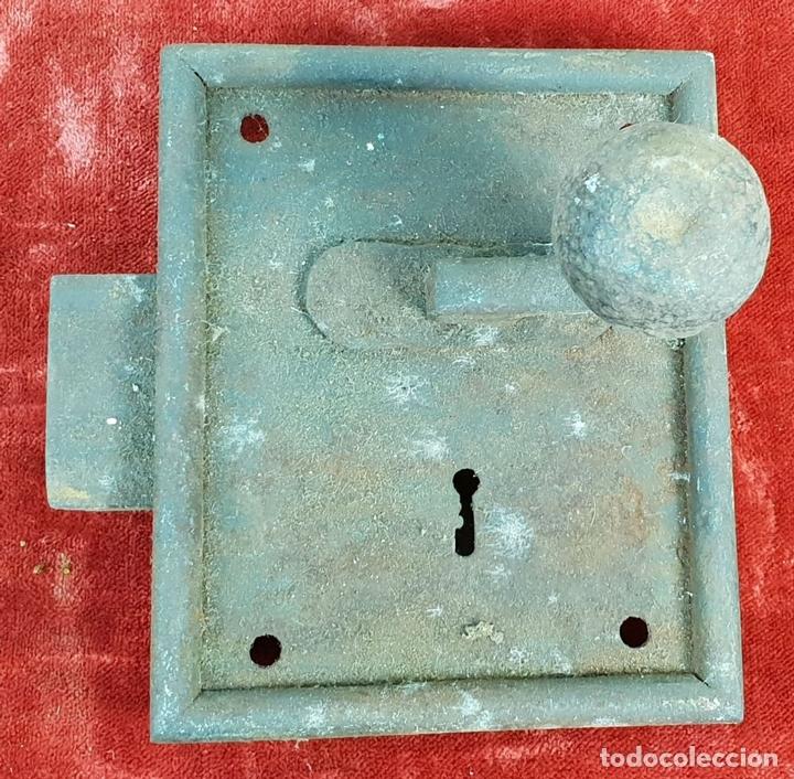 Antigüedades: COLECCIÓN DE CERRADURAS, TIRADORES DE PUERTA Y ACCESORIOS. METAL. SIGLO XIX-XX. - Foto 22 - 143990346