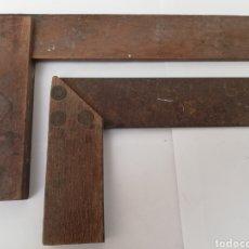 Antigüedades: LOTE DOS ANTIGUAS ESCUADRAS. MADERA Y METAL. FRANCIA. CARPINTERÍA.. Lote 144070373