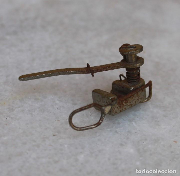 ACCESORIO DE LA ALFA, AÑOS 60 (Antigüedades - Técnicas - Máquinas de Coser Antiguas - Alfa)