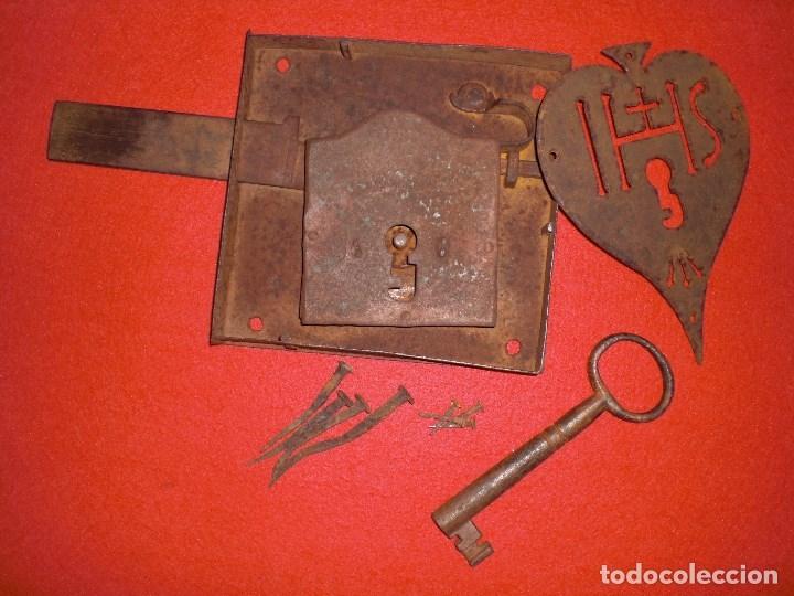 Antigüedades: ANTIGUA CERRADURA LLAVE Y BOCALLAVE DE FORJA SIGLO XIX ORIGINAL FUNCIONA PERFECTAMENTE - Foto 3 - 144398921