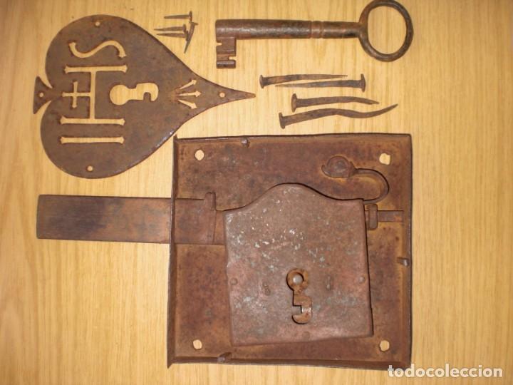 Antigüedades: ANTIGUA CERRADURA LLAVE Y BOCALLAVE DE FORJA SIGLO XIX ORIGINAL FUNCIONA PERFECTAMENTE - Foto 19 - 144398921