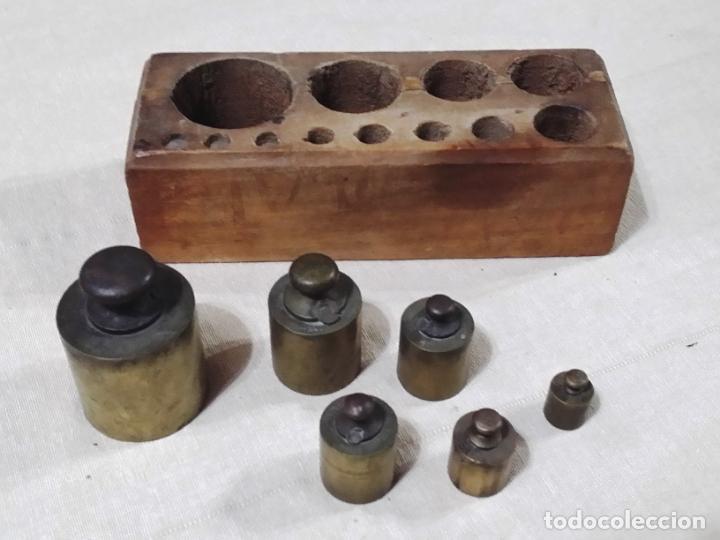Antigüedades: ANTIGUO TACO DE PESAS EN MADERA INCLUYE 6 PESAS - Foto 11 - 144687770