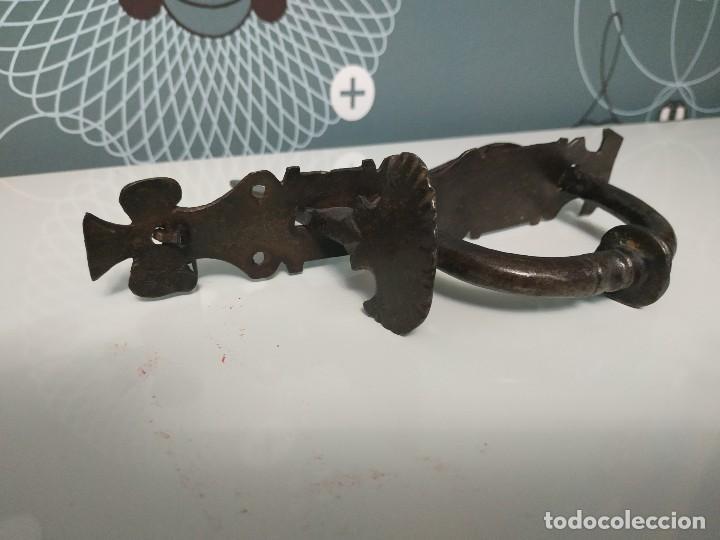 Antigüedades: Tirador de pestillo s. Xvii de hierro forjado - Foto 3 - 144808382