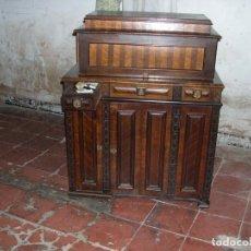 Antigüedades: MAQUINA COSER WILSON 9 CON ESPECTACULAR MUEBLE. Lote 144812218