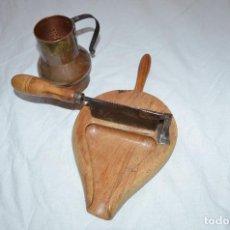 Antigüedades: CHOCOLATERA DE COBRE Y PARTIDOR DE CHOCOLATE. Lote 144879210
