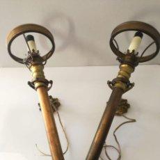 Antigüedades: PAR DE LAMPARAS ANTORCHA DE BARCO EN BRONCE. Lote 144949570
