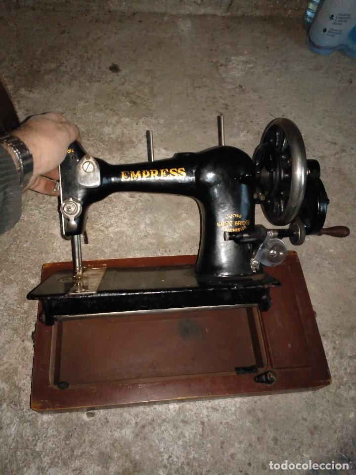 Antigüedades: Maquina de coser empresa Jones guide bridge Manchester inglesa con canilla - Foto 6 - 145096442