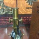 Antigüedades: PRECIOSO MICROSCOPIO FABRICADO ENTRE 1850 Y 1880 EN UN ESTADO MUY BUENO. Lote 145152270