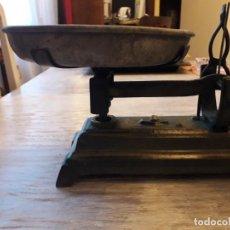 Antigüedades: BÁSCULA DE HIERRO FUNDIDO CON 2 PLATILLOS. Lote 145155534