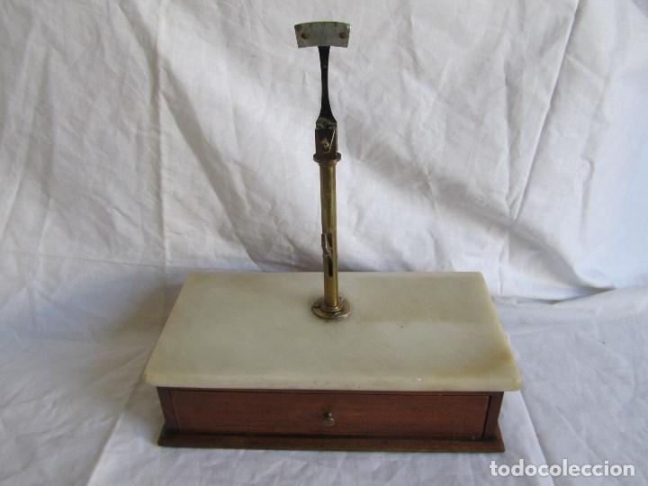 Antigüedades: Base para balanza Giralt Laporta Mármol sobre madera, cajón con pesas - Foto 2 - 145164242
