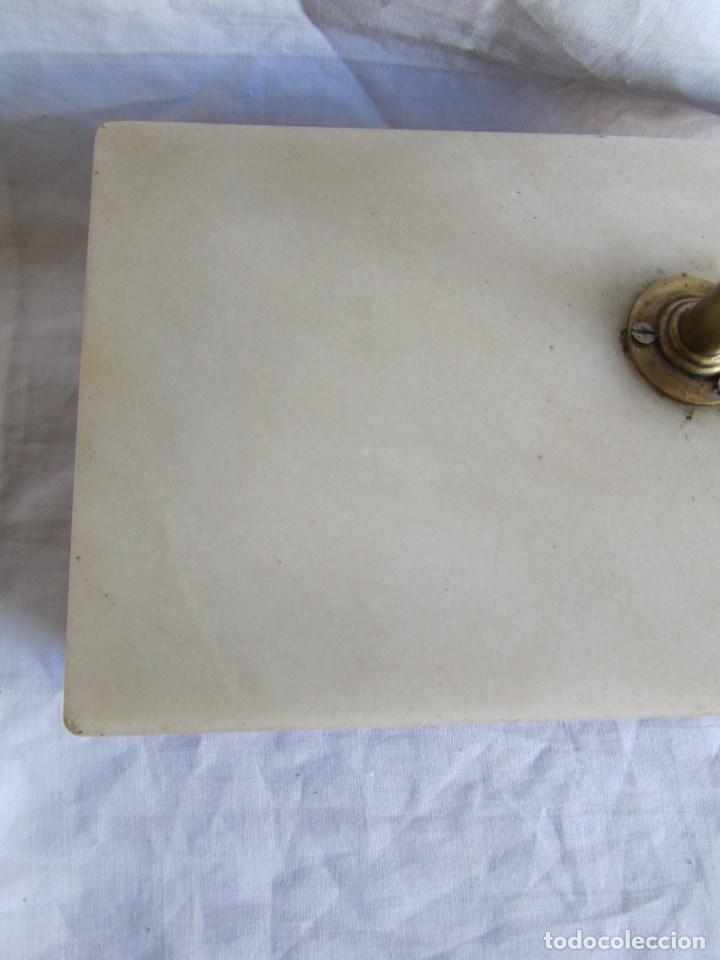 Antigüedades: Base para balanza Giralt Laporta Mármol sobre madera, cajón con pesas - Foto 7 - 145164242
