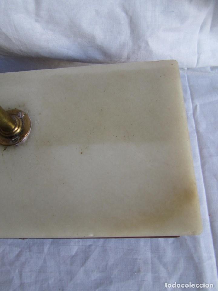 Antigüedades: Base para balanza Giralt Laporta Mármol sobre madera, cajón con pesas - Foto 8 - 145164242