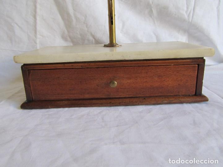 Antigüedades: Base para balanza Giralt Laporta Mármol sobre madera, cajón con pesas - Foto 9 - 145164242
