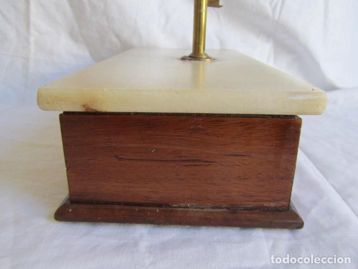 Antigüedades: Base para balanza Giralt Laporta Mármol sobre madera, cajón con pesas - Foto 10 - 145164242