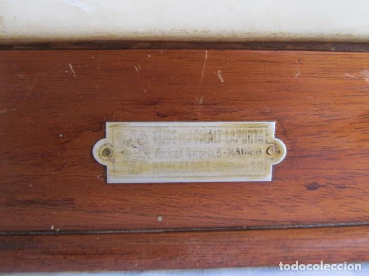 Antigüedades: Base para balanza Giralt Laporta Mármol sobre madera, cajón con pesas - Foto 12 - 145164242