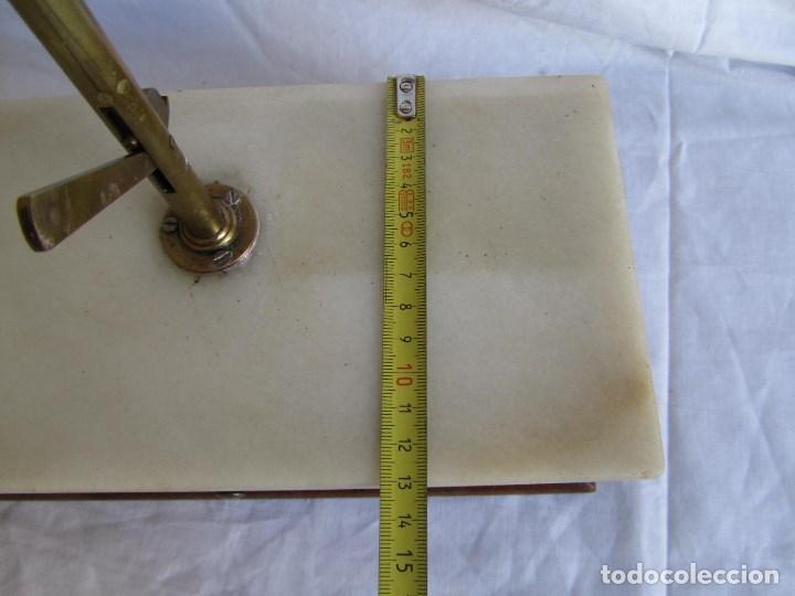 Antigüedades: Base para balanza Giralt Laporta Mármol sobre madera, cajón con pesas - Foto 15 - 145164242