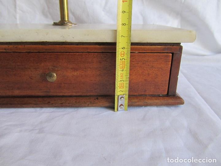 Antigüedades: Base para balanza Giralt Laporta Mármol sobre madera, cajón con pesas - Foto 16 - 145164242
