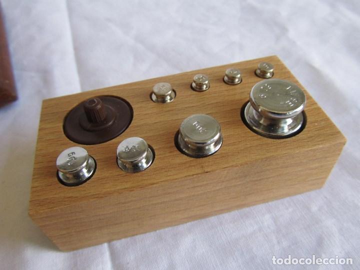 Antigüedades: Base para balanza Giralt Laporta Mármol sobre madera, cajón con pesas - Foto 20 - 145164242