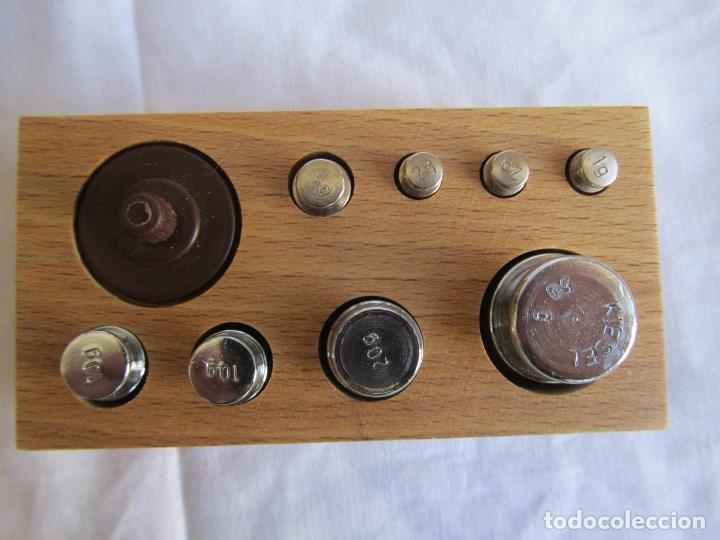 Antigüedades: Base para balanza Giralt Laporta Mármol sobre madera, cajón con pesas - Foto 21 - 145164242