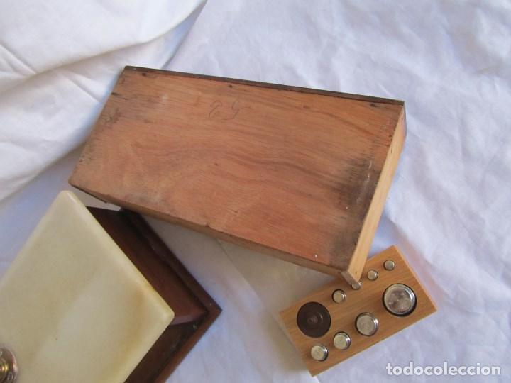 Antigüedades: Base para balanza Giralt Laporta Mármol sobre madera, cajón con pesas - Foto 23 - 145164242
