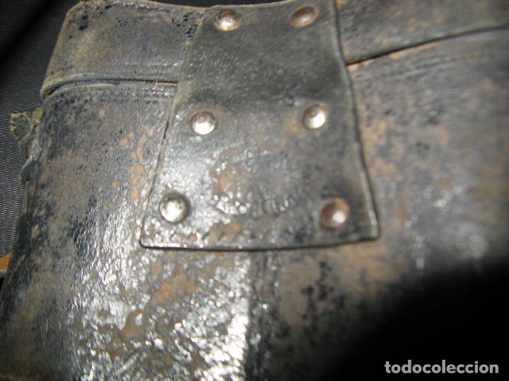 Antigüedades: funda cuero atras tiene grabado coruña -IMPERTINENTES OPERA PRISMATICOS ANTEOJOS BINOCULARES - Foto 2 - 145324630