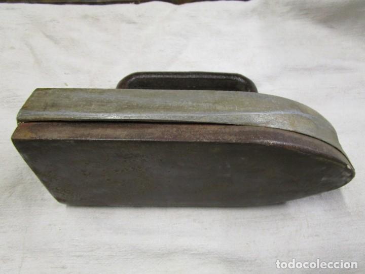 Antigüedades: ANTIGUA Y PESADA PLANCA DE SASTRE, 25CM 4.8 KG, LASTRE SUPERIOR ALEACION PLOMO ESTAÑO + INFO 1s - Foto 3 - 145371742