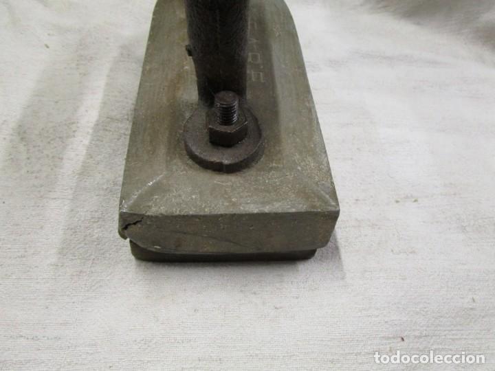 Antigüedades: ANTIGUA Y PESADA PLANCA DE SASTRE, 25CM 4.8 KG, LASTRE SUPERIOR ALEACION PLOMO ESTAÑO + INFO 1s - Foto 4 - 145371742
