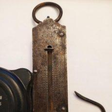 Antigüedades: BALANZA DE MANO CON GANCHO POCKET BALANCE PARA 25 KILOS. Lote 145386978