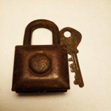 Antigüedades: CANDADO ANTIGO RGM 406, CON LLAVE, FUNCIONA. Lote 145392442