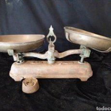 Antigüedades: BALANZA DE HIERRO FUNDIDO. Lote 145492354