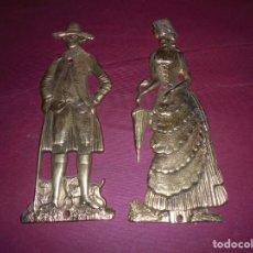 Antigüedades: MAGNIFICA PAREJA DE EMBELLECEDORES ANTIGUOS PARA EL SERVICIO EN METAL REPUJADO. Lote 145632454