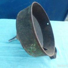 Antigüedades: COLADOR MUY ANTIGUO PARA TRASVASE DE VINO. Lote 145657294