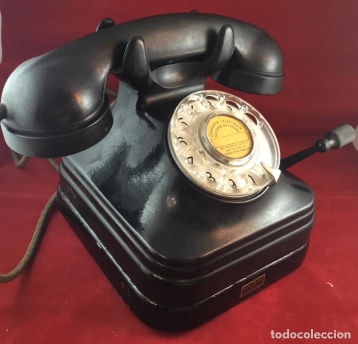 Teléfonos: Teléfono sobremesa baquelita, de magneto y dial, batería local, de Standard Eléctrica, para la CTNE. - Foto 2 - 141304158