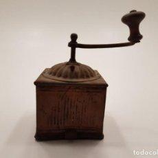 Antigüedades: RARO MOLINILLO DE CAFÉ EN HOJALATA, (CAJÓN INFERIOR), AÑOS 40. Lote 145748682