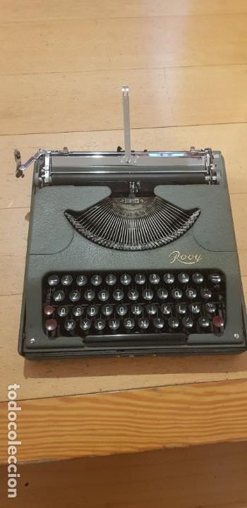 MAQUINA DE ESCRIBIR, ROOY CON CAJA METALICA, ULTRA PLANA, MIDE 4,5 CM ALTURA. FUNCIONANDO (Antigüedades - Técnicas - Máquinas de Escribir Antiguas - Otras)