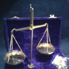 Antigüedades: BALANZA-DE-PRECISION-CON-SU-ESTUCHE-HASTA- 20-GR.. Lote 145895530