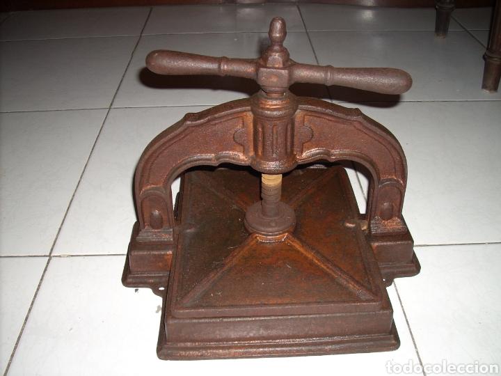 ANTIGUA PRENSA DE LIBROS MUY BUEN ESTADO, VER FOTOS (Antigüedades - Técnicas - Herramientas Profesionales - Imprenta)