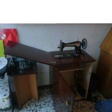 Antigüedades: ANTIGUA MAQUINA COSER SINGER -FUNCIONA -CON SU MUEBLE PARTICULAR -VENTA SOLO EN PERSONA -VER FOTOS. Lote 146044370